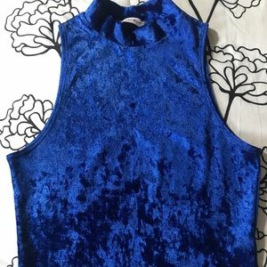 Tops - Royal blue velvet crop top💙